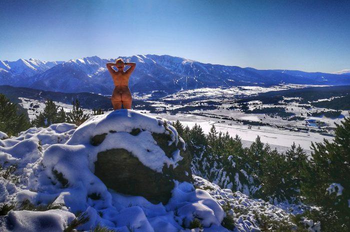 Nudismo en la nieve